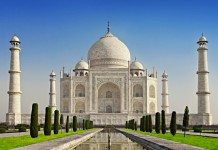 essay on taj mahal in hindi