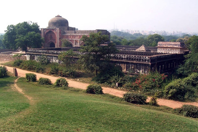 दिल्ली की 5 सबसे भूतिया जगहें, जहाँ रात में जाने पर आपकी रूह काँप जाएगी